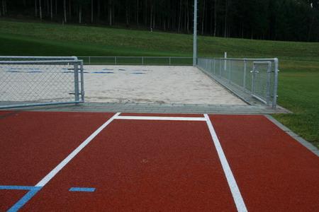 Fosse du saut en longueur dans le terrain de Beach-Volley